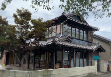 京アニの舞台となった古民家再生を見学。