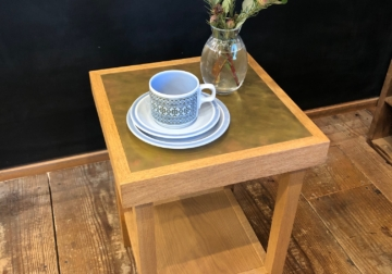 ナラと真鍮のサイドテーブル
